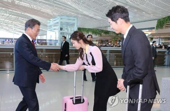 diễn viên Song Joong Ki, song joong ki gặp tổng thống Hàn, song joong ki điển trai ngời ngời