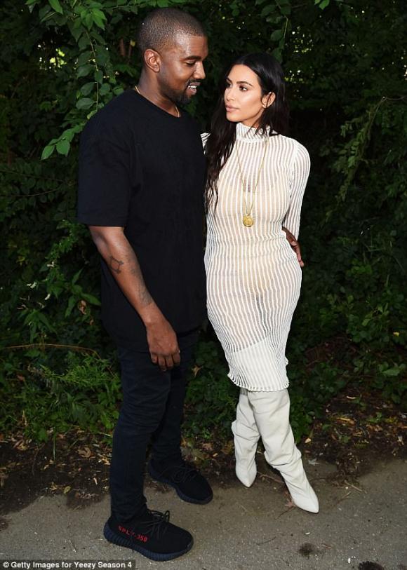 Kim Kardashian và Kanye West,Kim siêu vòng 3, bán ảnh con gái, con gái mới sinh