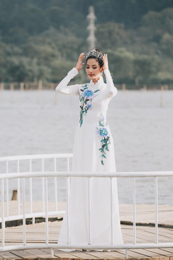 Á hậu Hoàng Thùy, Hoàng Thùy, siêu mẫu Hoàng Thùy