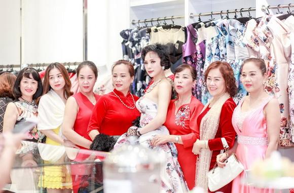 Á hậu Ngọc Quỳnh, NTK Lê Hoàng Hải, Sao Việt