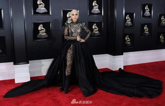 lễ trao giải Grammy,sao trên thảm đỏ Grammy, hoa hồng trắng