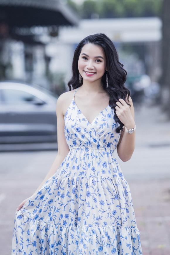 Diễn viên 'Hoa cỏ may' Lương Giang ghi điểm với loạt shoot hình tươi xinh xuống phố