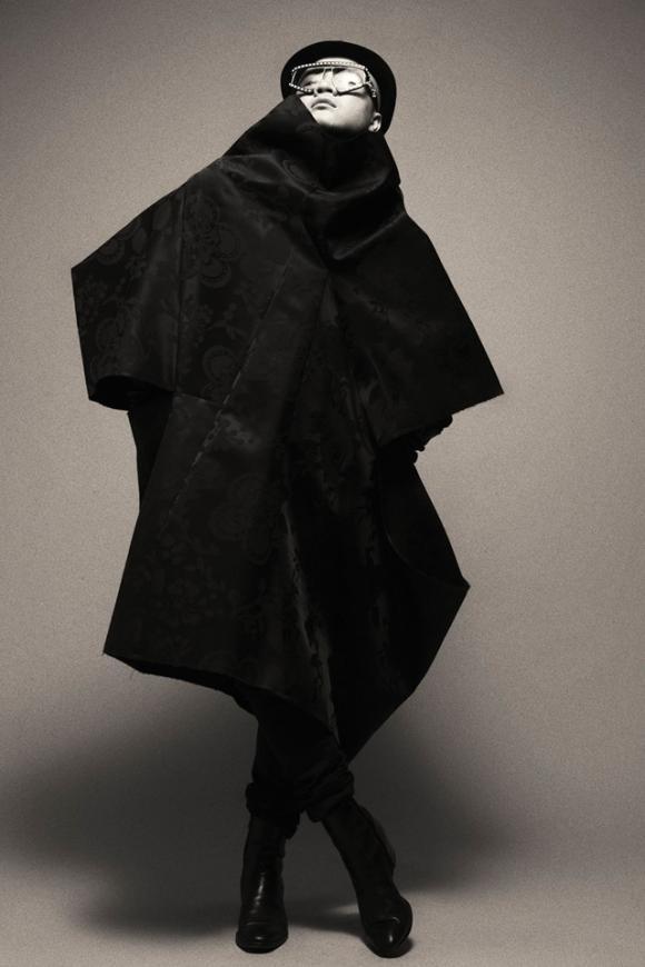 NTK Đỗ Mạnh Cường mix đồ lạ mắt trong bộ ảnh đen trắng