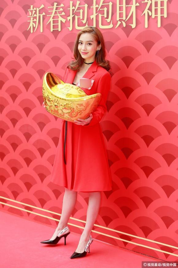 Diễn viên Angelababy, angelababy nổi bật, diện đồ đỏ, đi chơi Tết