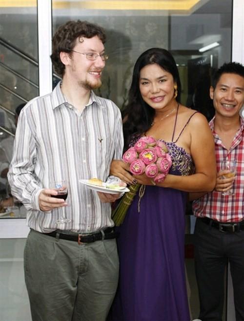 Cindy Thái Tài,bạn trai của Cindy Thái Tài,ca sĩ chuyển giới đầu tiên