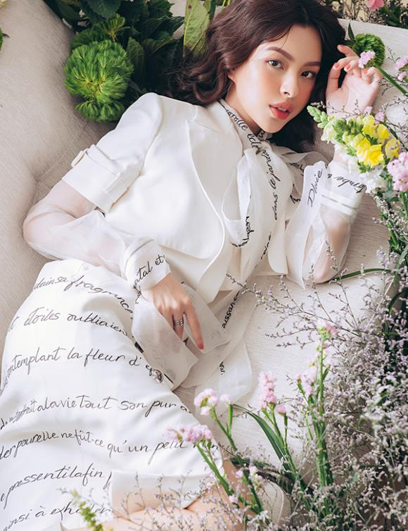 Tú Hảo,nữ hoàng lookbook Tú Hảo,Quán quân The Face - Gương mặt thương hiệu 2017
