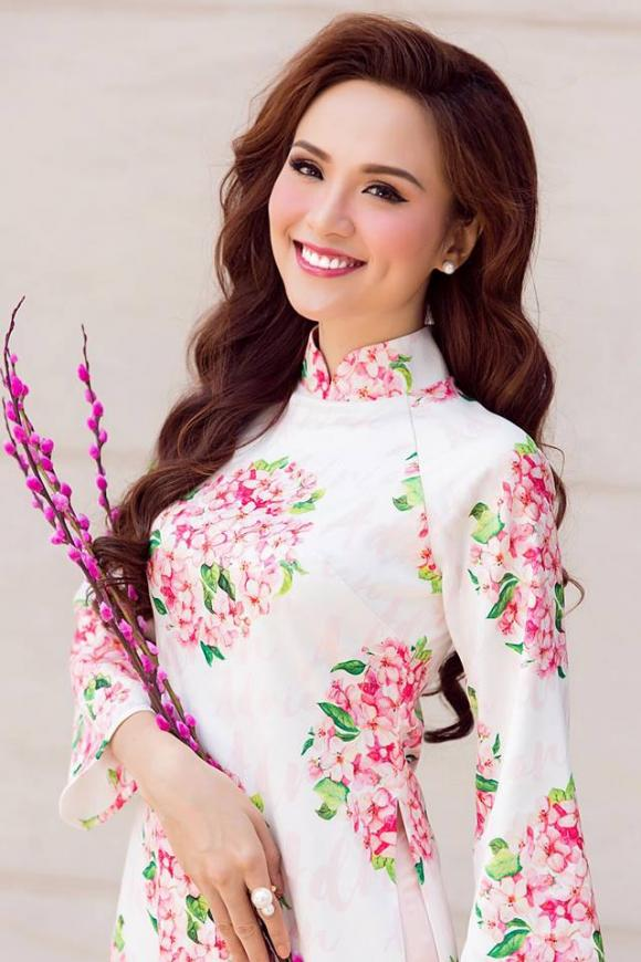 Hoa hậu Diễm Hương, Diễm Hương, Diễm Hương mặc áo dài