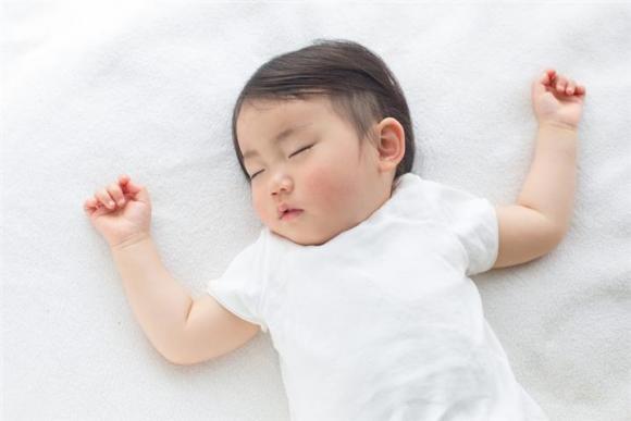 Để con có chiều cao lý tưởng, mẹ cần đảm bảo những thói quen này khi bé ngủ