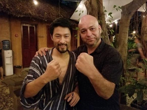 Johnny Trí Nguyễn, diễn viên Johnny Trí Nguyễn, Flores