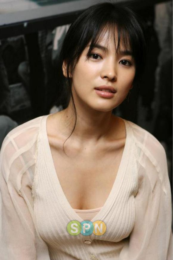 Song Hye Kyo, diễn viên Song Hye Kyo, Song Hye Kyo khoe vòng một