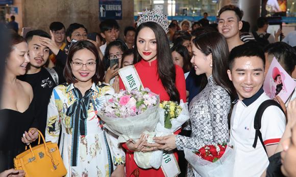 Hoa hậu Hương Giang,Lâm Khánh Chi,sao Việt