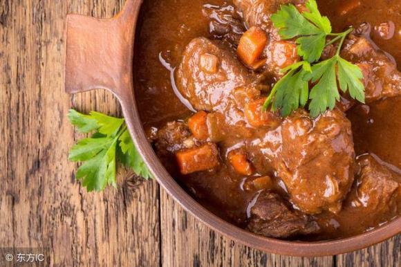 mách bạn 2 cách nấu bồ hầm ngon, ẩm thực, món ngon mỗi ngày, bò hầm ngonThịt bò là một loại thực phẩm nhiều năng lượng và được hầu hết mọi người thích ăn.