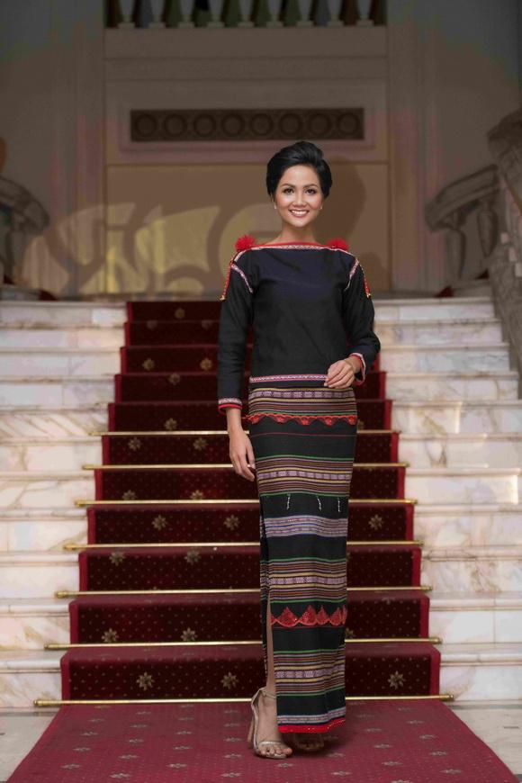 Hoa hậu H'Hen Niê,hoa hậu hoàn vũ việt nam 2017,H'Hen Niê diện trang phục ê đê