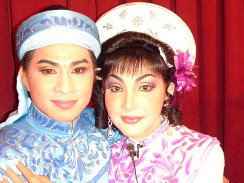 Cát Tuyền,nữ ca sĩ chuyển giới đầu tiên,sao Việt