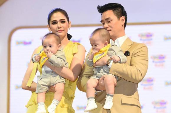 thời trang của Chompoo Araya,Mỹ nhân Thái Chompoo Araya, cặp sinh đôi