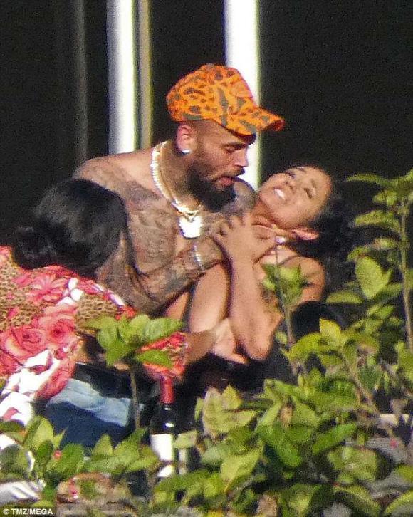 ca sỹ Chris Brown,Chris Brown hành hung phụ nữ, chris brown và rihanna