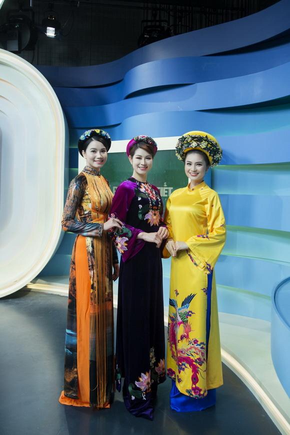 Bộ 3 diễn viên 'Cầu vồng tình yêu' duyên dáng trong tà áo dài