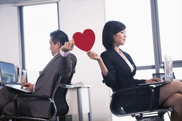 tình tay ba, yêu giám đốc, tình công sở