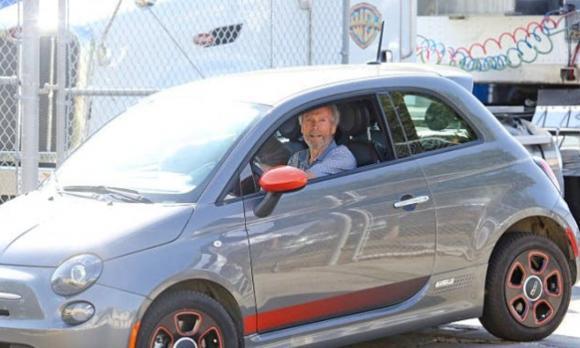 Tỷ phú không sở hữu siêu xe, siêu xe, các ngôi sao hollywood thích chạy ô tô giá bèo