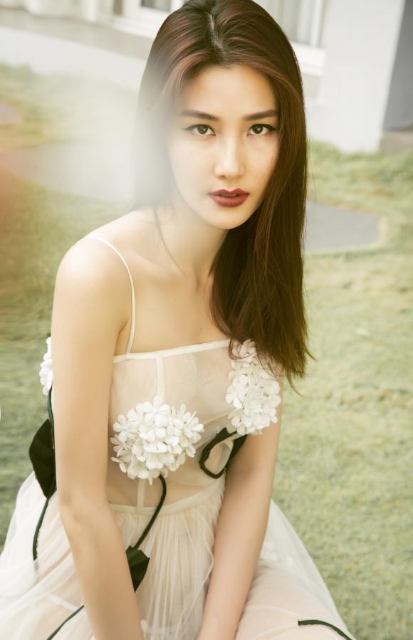 Diễm My,bộ ảnh váy xuyên thấu của Diễm My,sao Việt
