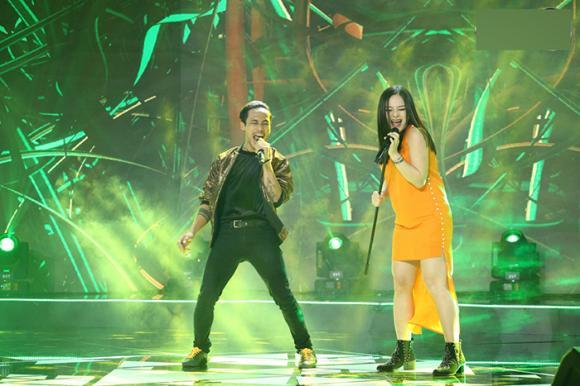 Dù đang mang bầu Lan Phương máu lửa hát rock cùng Phạm Anh Khoa