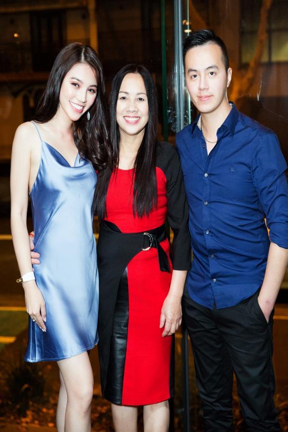 Mẹ và anh trai bí mật tổ chức sinh nhật muộn cho Jolie Nguyễn tại Úc