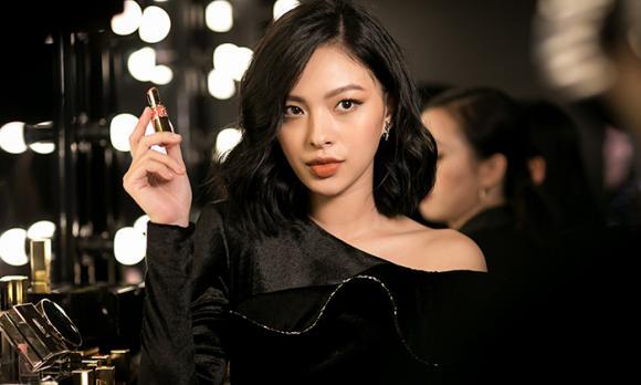 Tú Hảo, quán quân The Face 2017, hot girl