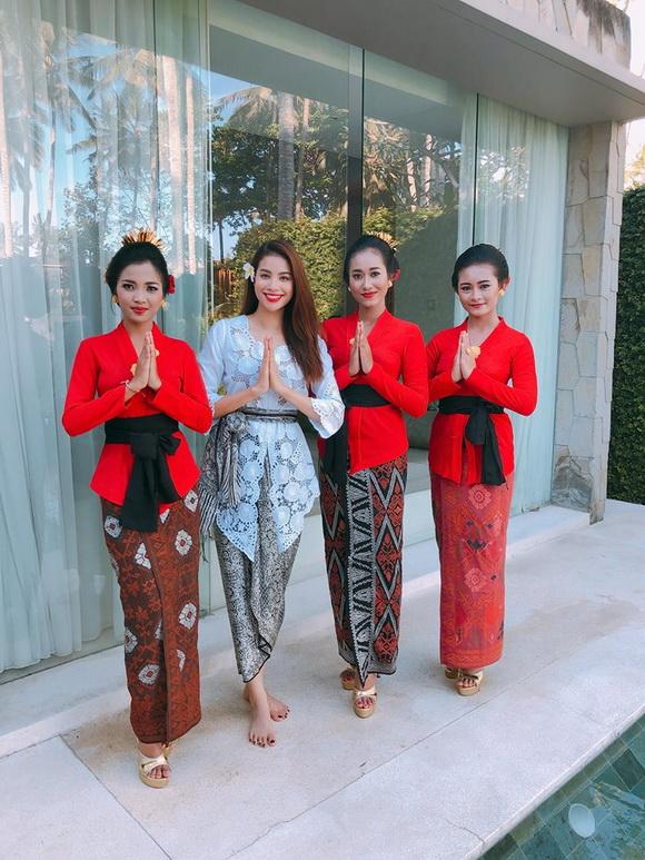 Hoa hậu phạm hương,hoa hậu hoàn vũ việt nam,phạm hương diện trang phục Indonesia