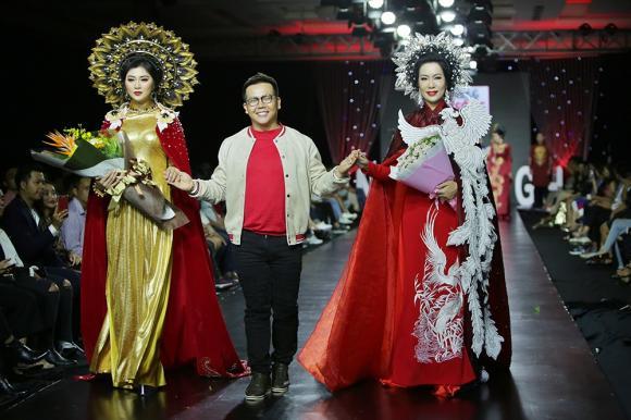 Trịnh Kim Chi lộng lẫy quyền lực với vai trò vedette trình diễn áo dài đính 2000 viên đá