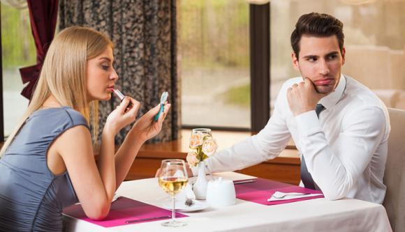 Đừng tin lời ngọt ngào đầu môi, đây là những dấu hiệu chứng tỏ chàng không yêu bạn thực lòng