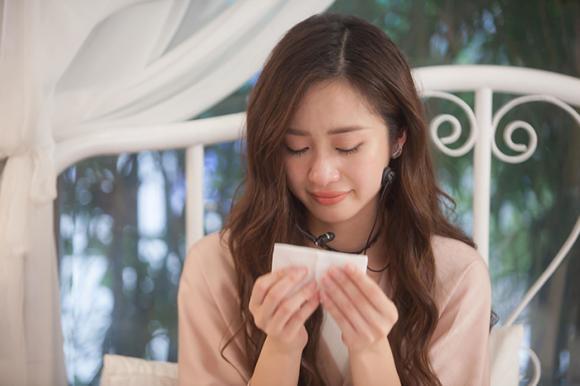 Jun Vũ lần đầu tiên bật khóc nức nở trước mặt nhiều người vì đọc tâm thư của fan
