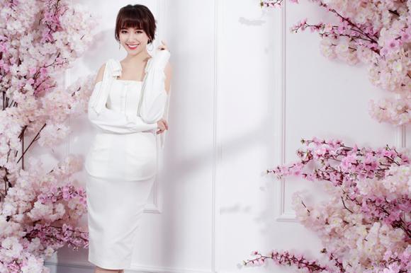 Hari Won đẹp tinh khôi trong trang phục đơn sắc