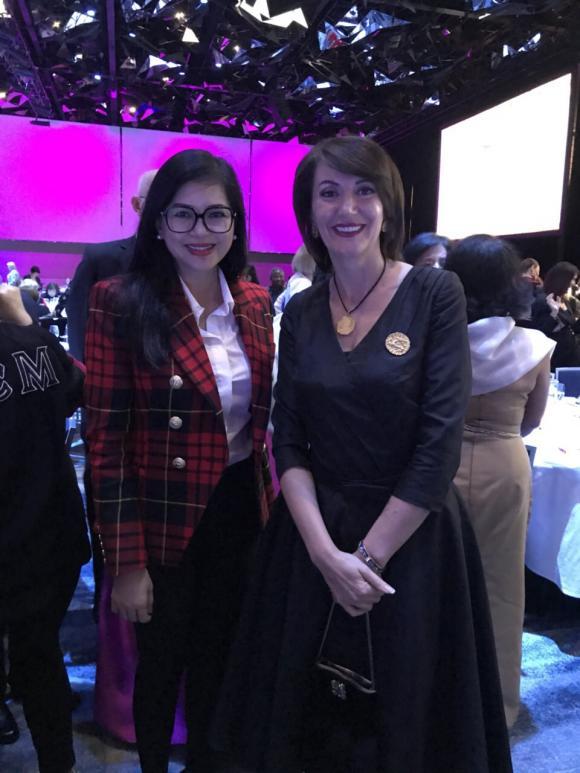 Cựu diễn viên Thuỷ Tiên làm diễn giả gây ấn tượng với bạn bè quốc tế