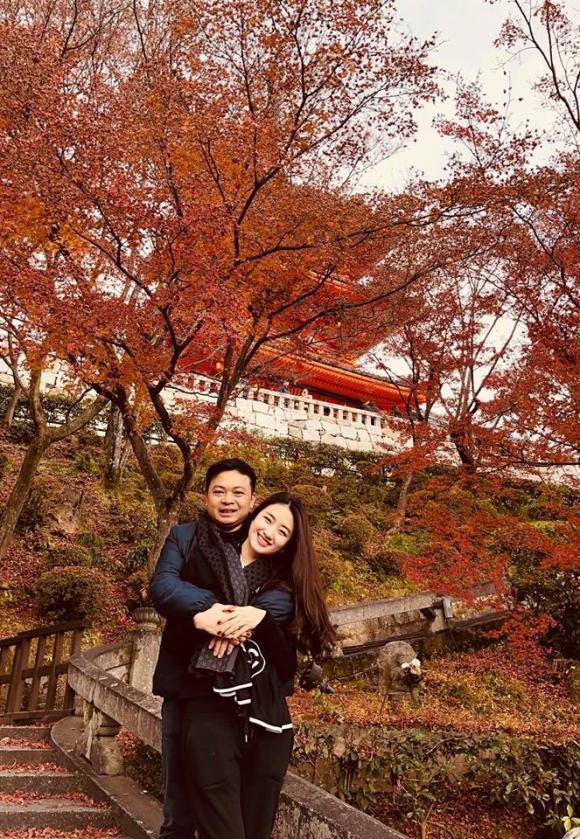 Hoa hậu Thu Ngân và chồng doanh nhân hơn 19 tuổi tình tứ trong chuyến du lịch Nhật Bản