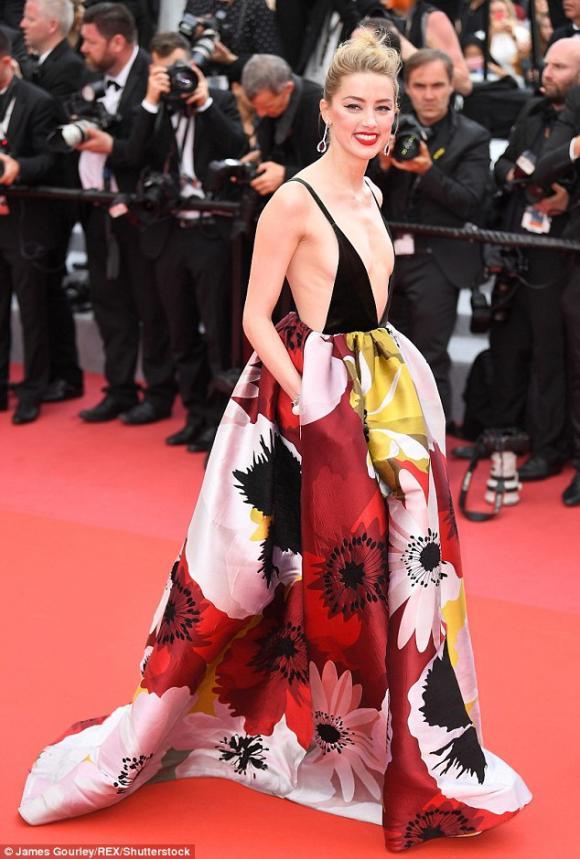 thảm đỏ LHP Cannes, Irina Shayk, lhp cannes 2018, lhp cannes lần thứ 71