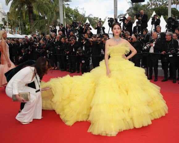 thảm đỏ LHP Cannes,Chompoo Araya tại thảm đỏ cannes, lhp cannes ngày 6