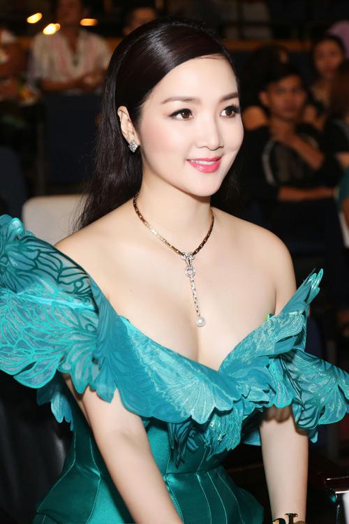 Giáng My, Hoa hậu Đền Hùng, đạo diễn Lê Hoàng, sao Việt