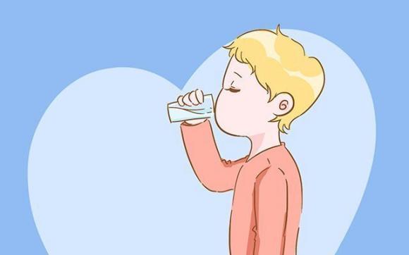 Cách uống nước chuẩn cho trẻ dưới 3 tuổi, chăm con, cách chăm con đúng cách, trước 6 tháng tuyệt đối không nên uống nước