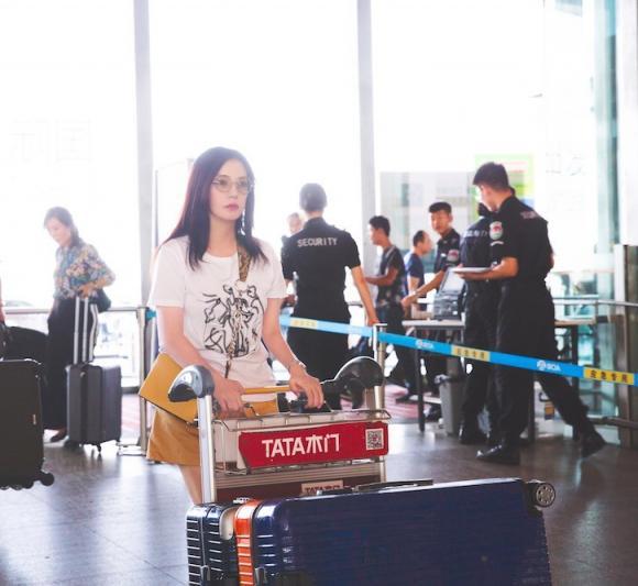 diễn viên Triệu Vy,Triệu Vy thời trang,thời trang sân bay sao Hoa ngữ
