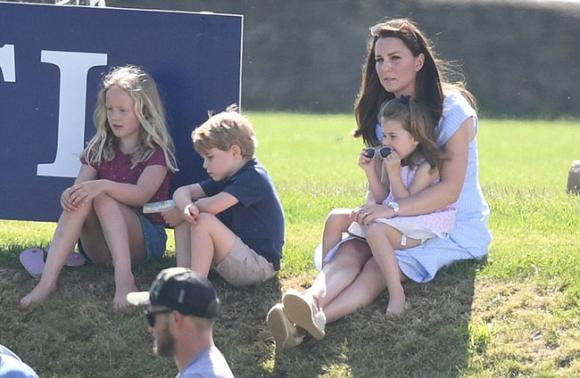 công nương Kate Middleton,thời trang công nương Kate,váy của Kate Middleton