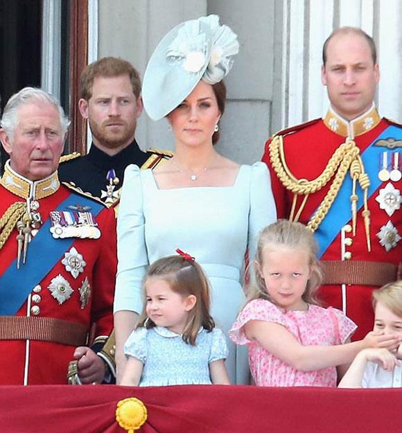 công chúa Charlotte, công nương Kate, hàng hiệu của hoàng tử Anh