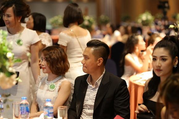 Việt Anh, Tú Anh, diễn viên Việt Anh, á hậu Tú Anh, mỹ phẩm thiên nhiên, mỹ phẩm thiên nhiên Hàn Quốc, mỹ phẩm thiên nhiên C'n