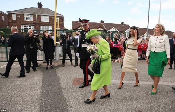 Nữ hoàng anh, công nương meghan markle, sự cố với gió