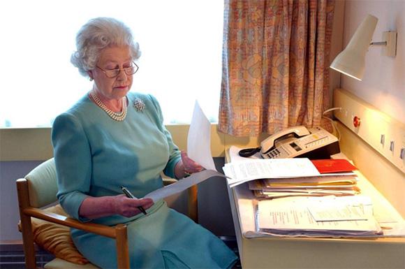 Nữ hoàng Anh, Meghan Markle, đoàn tàu của Nữ hoàng Anh