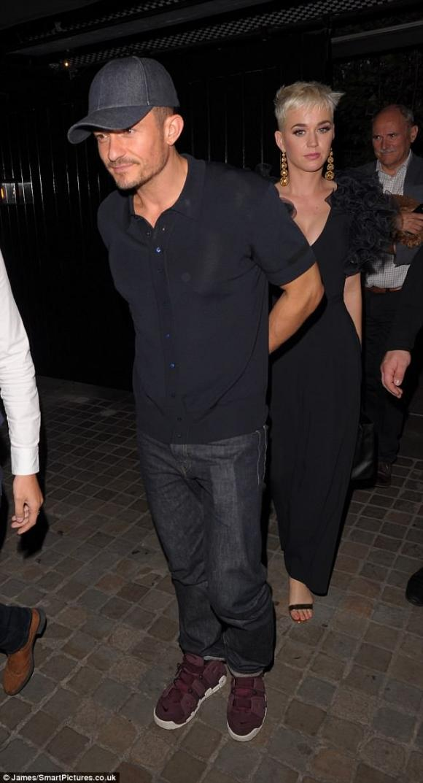 nữ ca sĩ Katy Perry,nam diễn viên Orlando Bloom.,Orlando Bloom nắm tay hẹn hò Katy Perry
