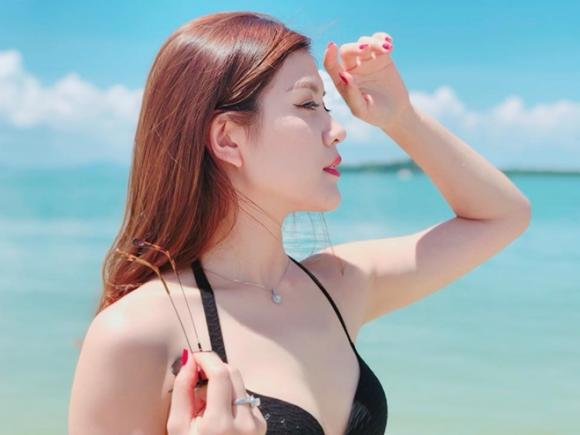 Nữ mc diện bikini gây sốt,mc thu hằng,mc nóng bỏng dẫn World Cup