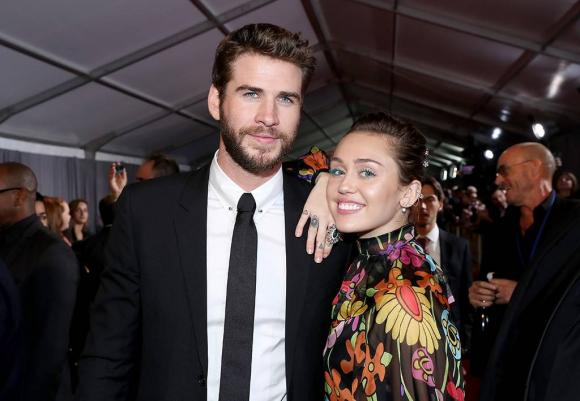 Ca sĩ Miley Cyrus,Miley Cyrus và Liam Hemsworth, sao Hollywood