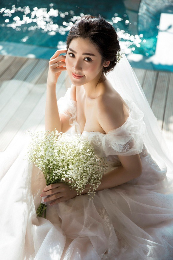 Á hậu Tú Anh, váy cưới Tú Anh, sao Việt, đám cưới tú anh
