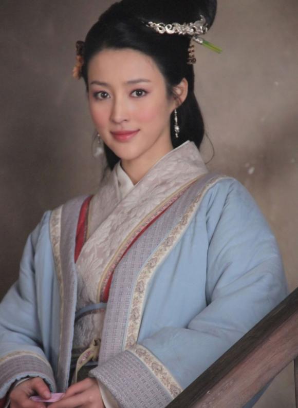 Phan Kim Liên,Minh Tiệp,Can Đình Đình, sao Việt