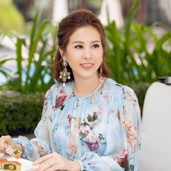 Bi noi ghe gom,HH Thu Hoai thua nhan: HH than thien khong phai la con nguoi that cua toi'